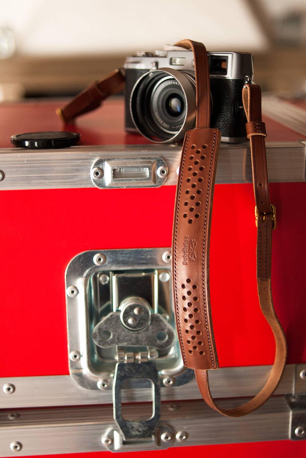 lani re bandouli re sangle pour appareil photo mod le 6. Black Bedroom Furniture Sets. Home Design Ideas